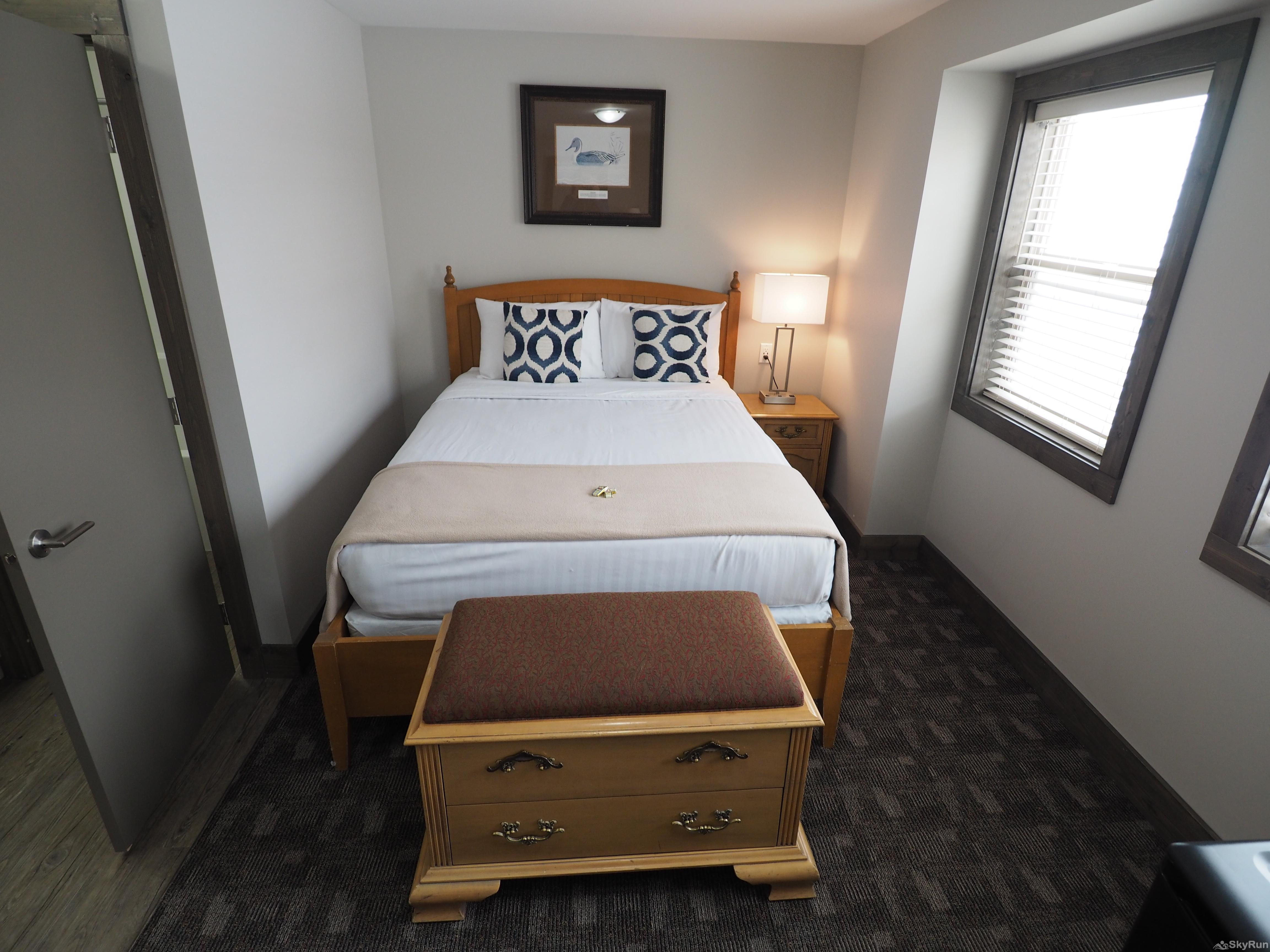 Apex Lodge Standard Room - 8 Queen bed