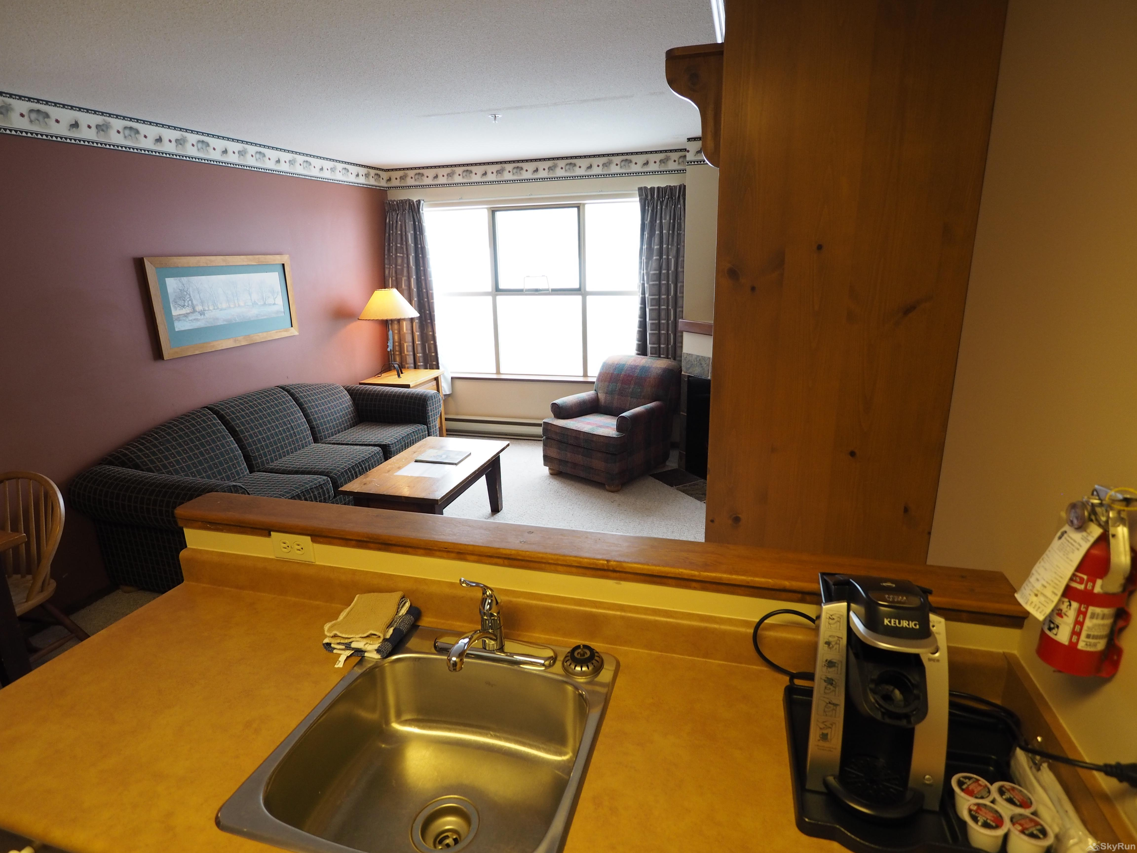 Apex Mountain Inn 1 BDRM Suite 205-206 Living Room