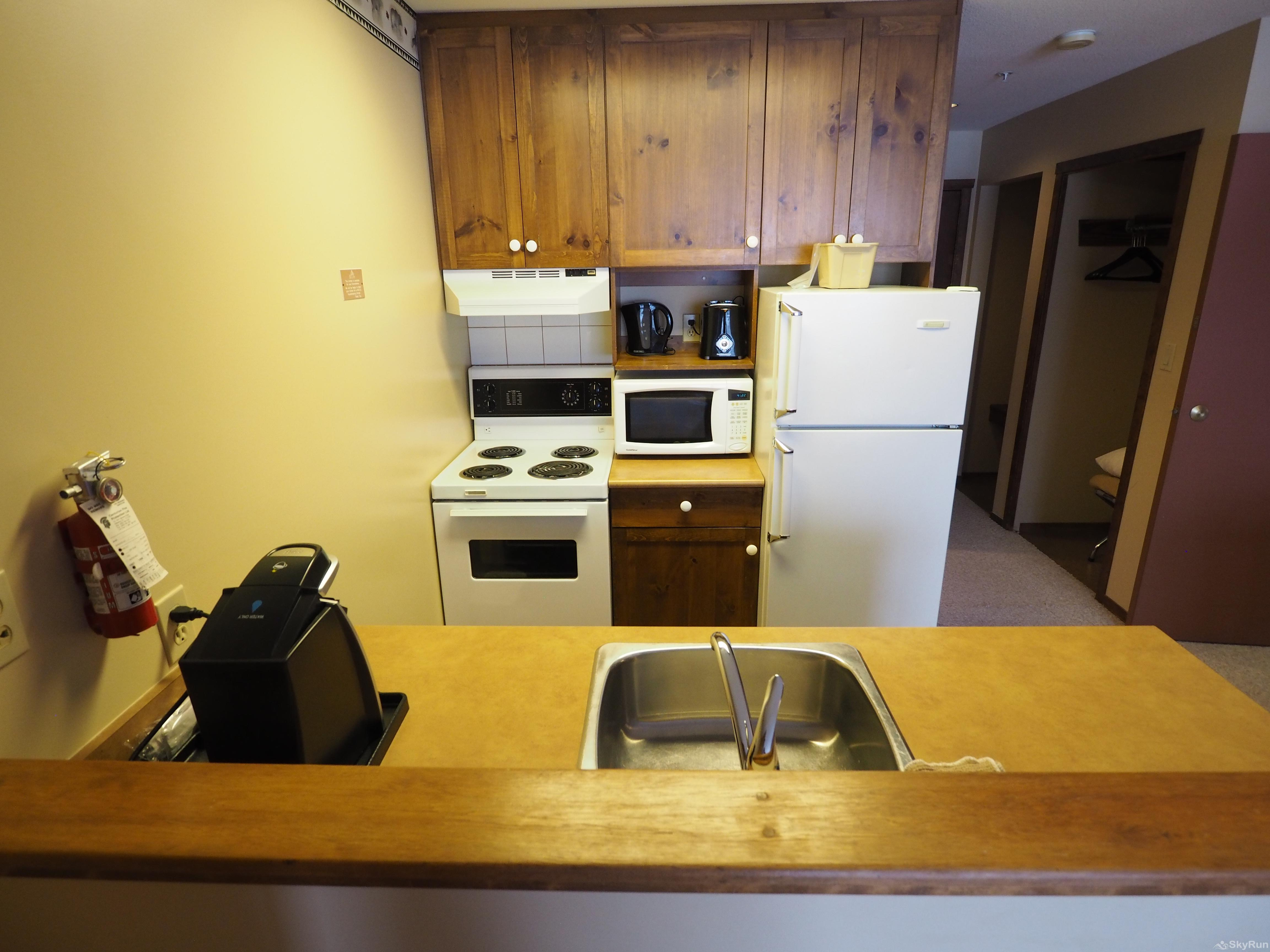 Apex Mountain Inn 1 BDRM Suite 205-206 Kitchen