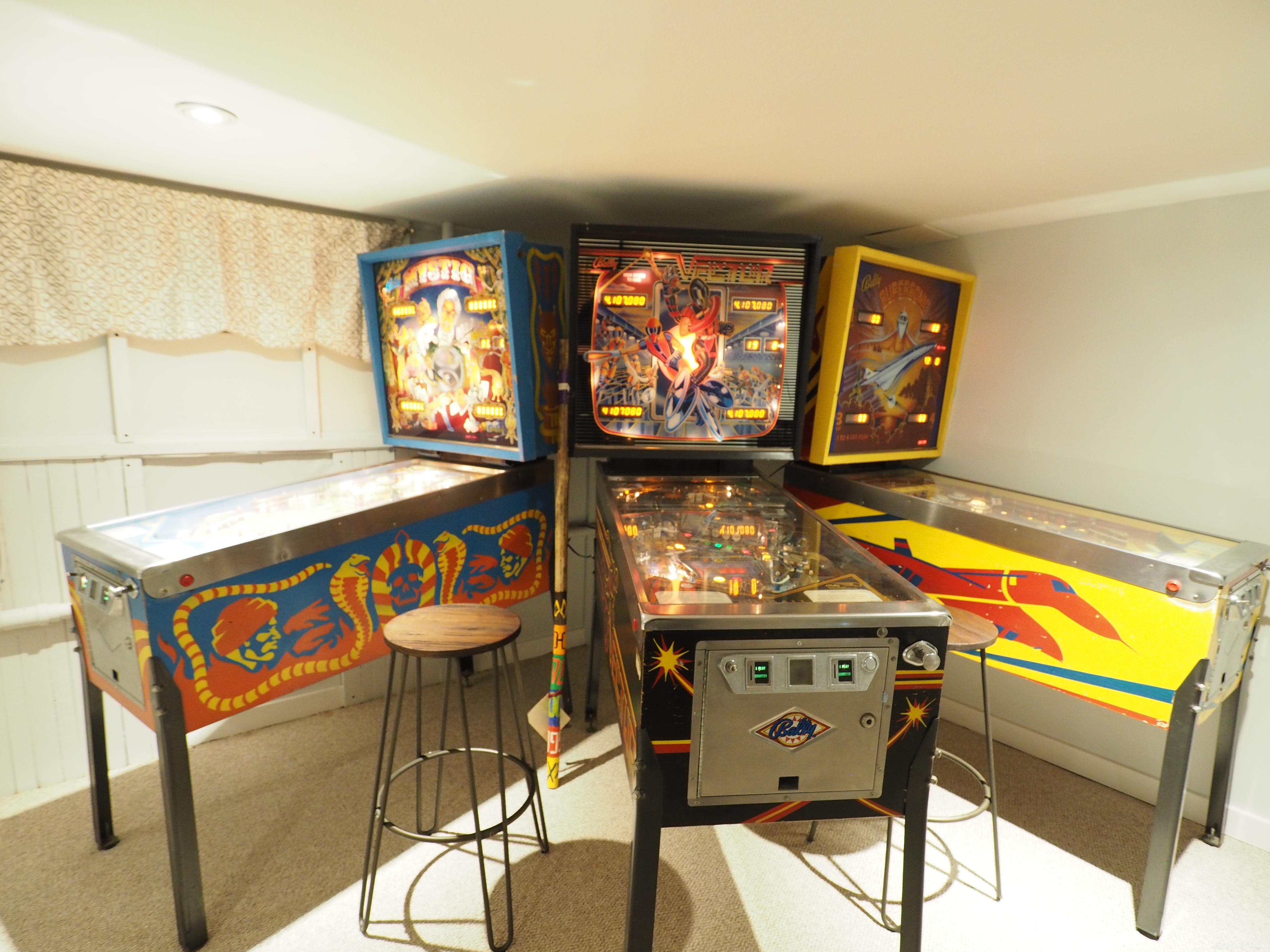 Penticton Country Estate Original working pin ball machines and video arcade games