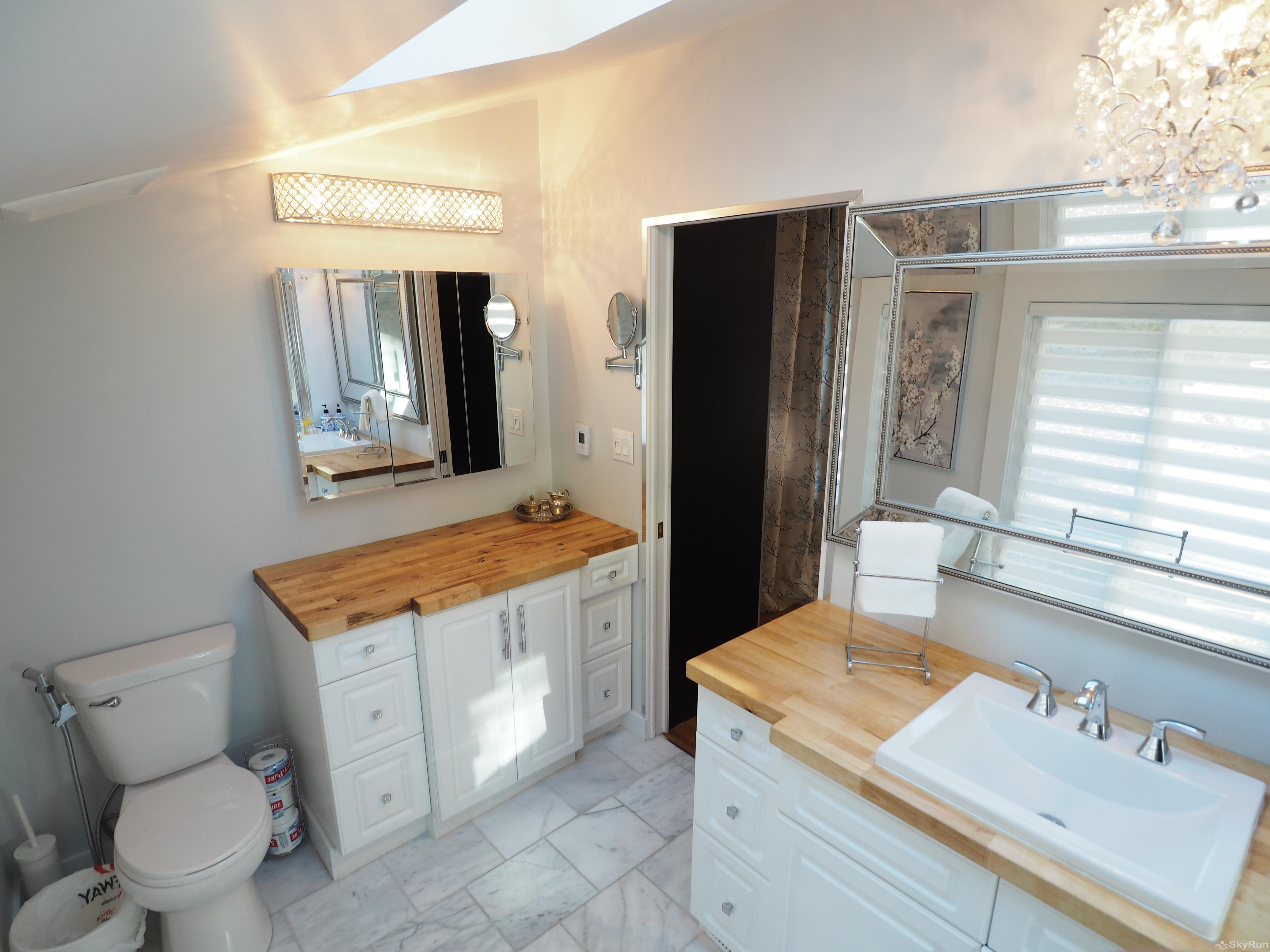 Penticton Country Estate The beautiful Ensuite for the Marble Master