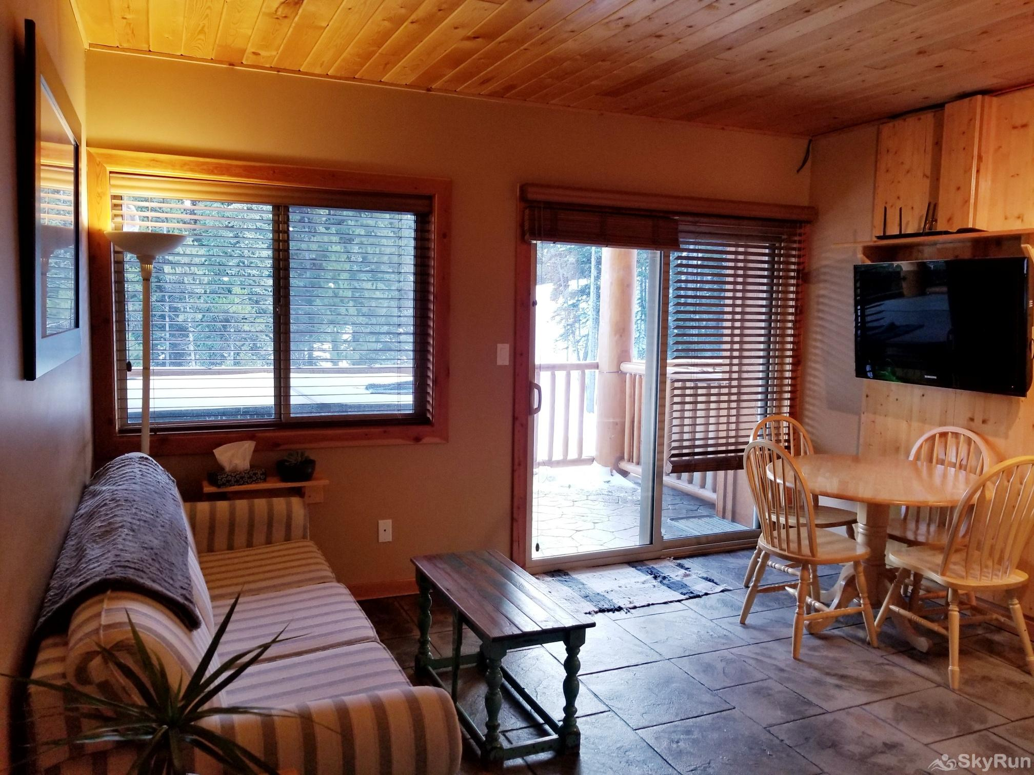 Silver Bullet 1 bedroom with hot tub Living Room - Views of the ski out trail