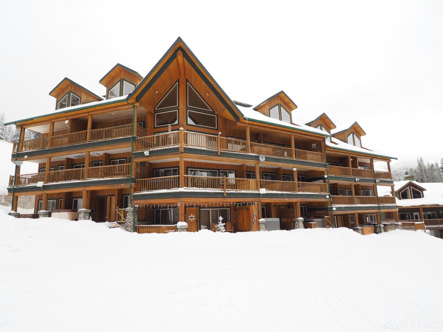 Silver Bullet 1 bedroom with hot tub The Silver Bullet - A true Ski in/ski out property
