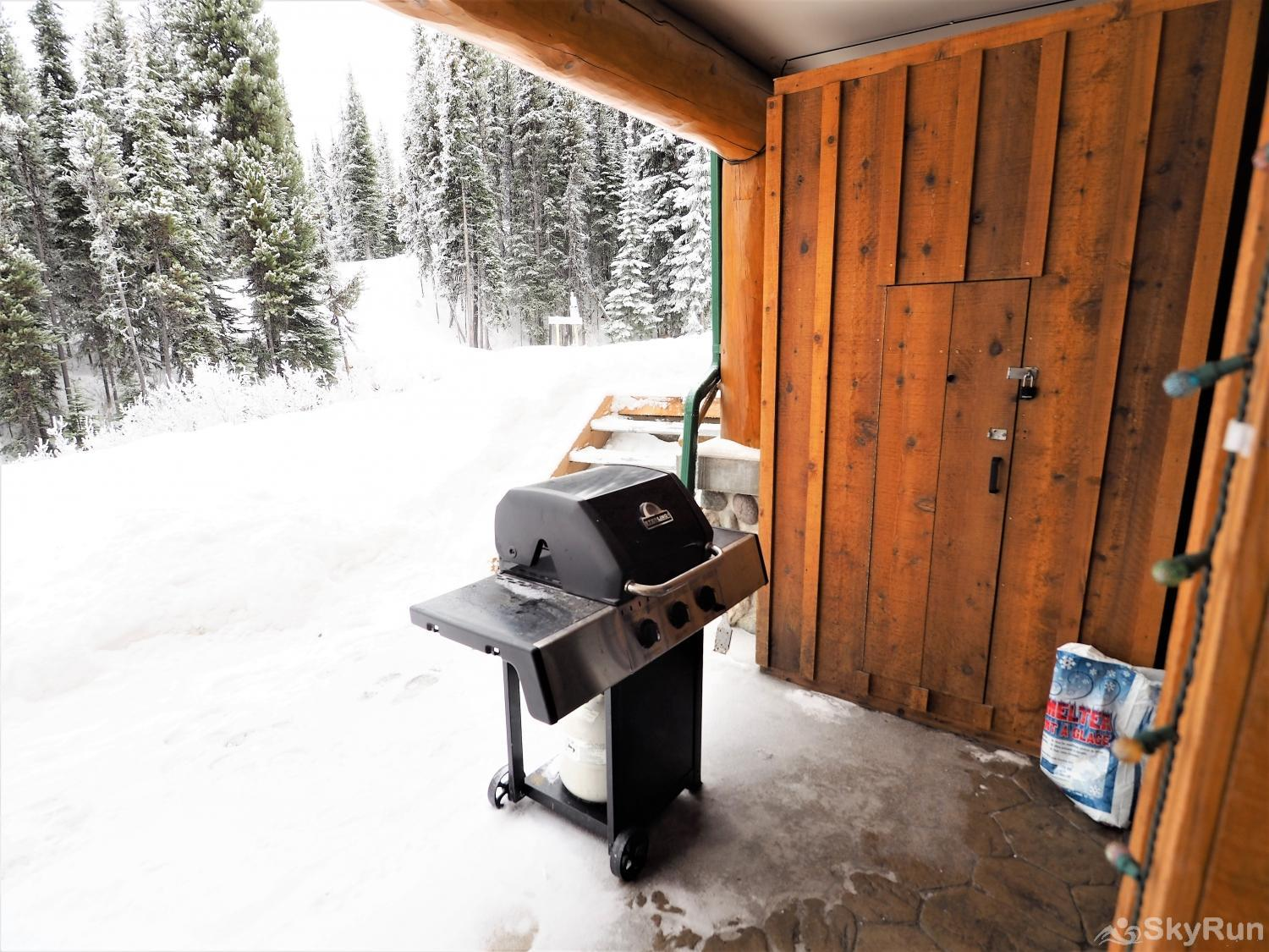 Silver Bullet Ski Out Enjoy BBQing while watching people ski past